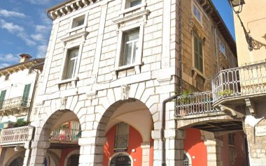 Casa Desenzano piazza Malvezzi
