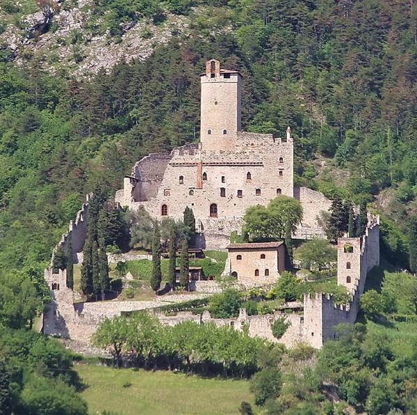 Castello di sabbionara di avio gardatourism garda tourism for Planimetrie della camera a castello