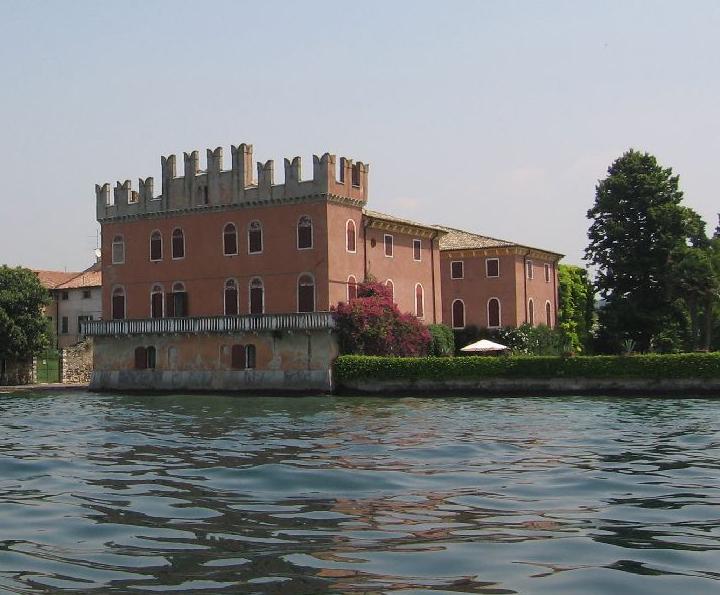 Villa bernini lazise lago di garda garda tourism for Lago villa del conte