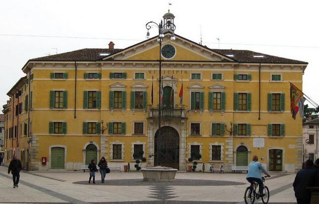 Palazzo Municipale di Valeggio sul Mincio Lago di Garda